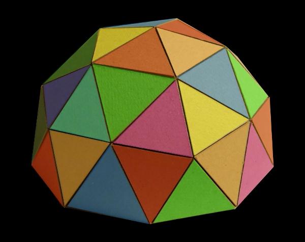 Cúpula xeodésica de cores